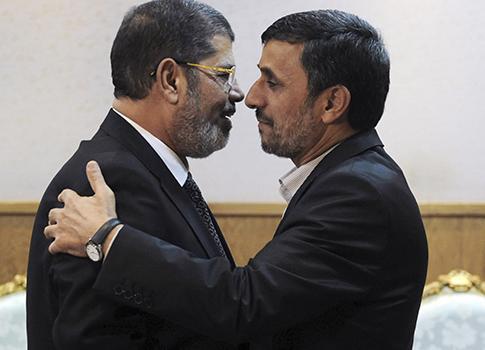 Mohammed Morsi, Mahmoud Ahmadinejad / AP