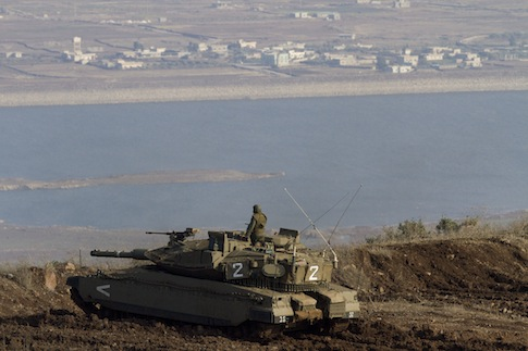 Israeli tank overlooking Golan Heights / AP