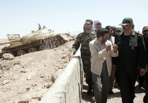 Iranian President Mahmoud Ahmadinejad talks with IRGC commander / AP