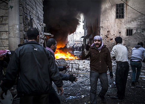 A man shout after a missile hits in a house in Aleppo, Syria / AP