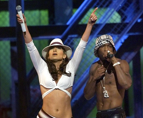Ja Rule and Jennifer Lopez performing at the 2001 MTV Music Awards / AP