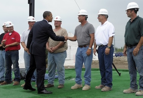 Obama greets LG Chem workers / AP