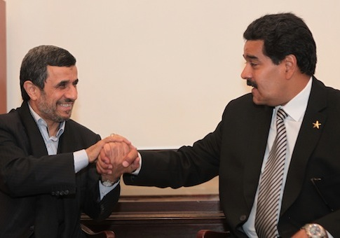 Former Iranian President Mahmoud Ahmadinejad shakes hands with the current president of Venzeuala, Nicolas Maduro / AP