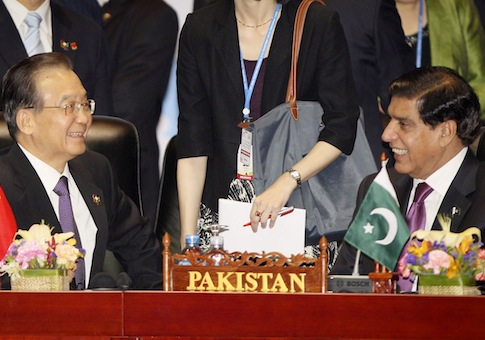 China's then-Premier Wen Jiabao and Pakistan's Prime Minister Raja Pervaiz Ashraf in 2012 / AP