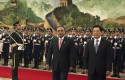 Pakistan President Asif Ali Zardari, center, is escorted by his Chinese counterpart Hu Jintao, June 2012 / AP