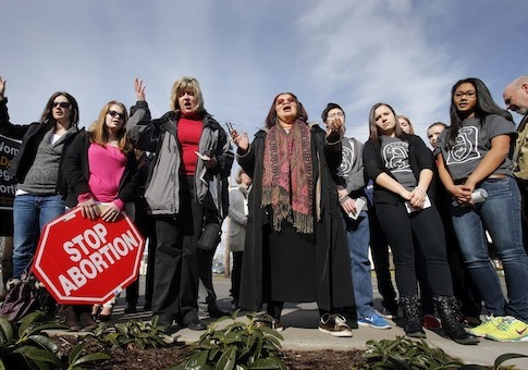 Alveda King and others at an anti-abortion prayer vigil at a Planned Parenthood office in Oregon, February 2013 / AP