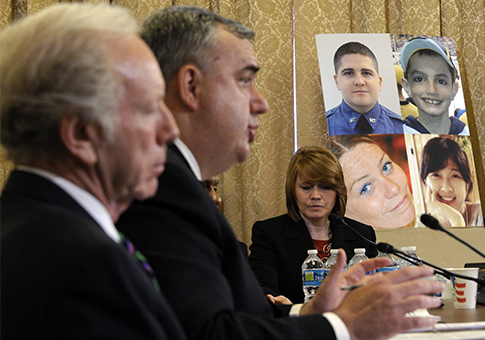 Boston Police Commissioner Edward Davis and former Sen. Lieberman / AP