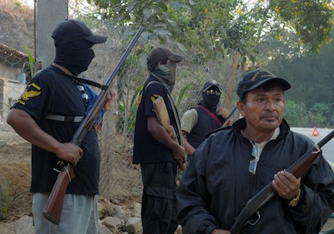 Armed villagers in Mexico / AP