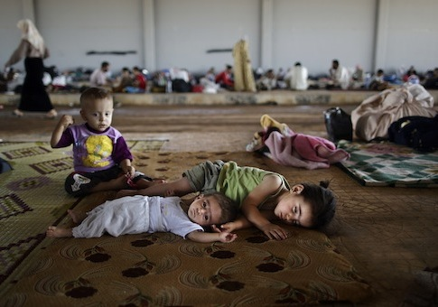 Syrian children, who fled their home with their family due to fighting between the Syrian army and the rebels / AP