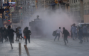 Police use water cannon in Instanbul, Turkey