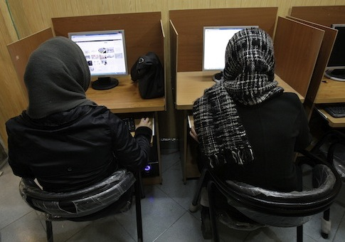 Iranian women use computers at an Internet cafe / AP