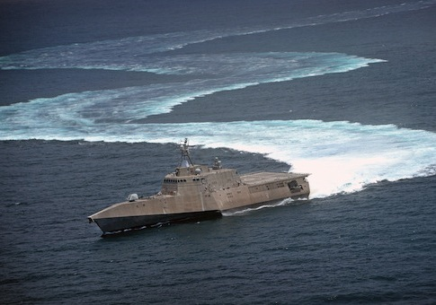 Littoral combat ship USS Independence demonstrates maneuvering capabilities in the Pacific / AP