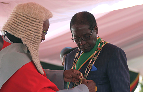 Zimbabwe President Robert Mugabe is sworn in during his inauguration as President, in Harare August 22, 2013. REUTERS/Philimon Bulawayo