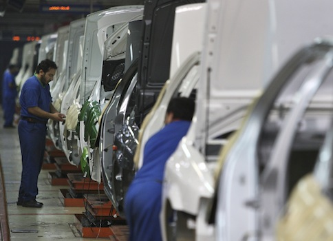 Iranian auto workers at the Iran Khodro automobile plant / AP