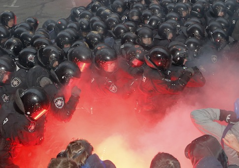 Ukraine protest police crackdown tear gas flash grenades
