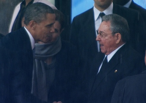 Obama Castro handshake