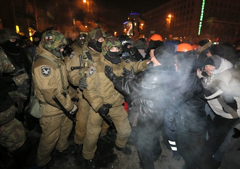 Ukrainian riot police pull pro-European Union activists out from their camp