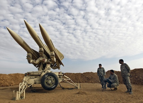 Iranian army members prepare missiles to be launched / AP