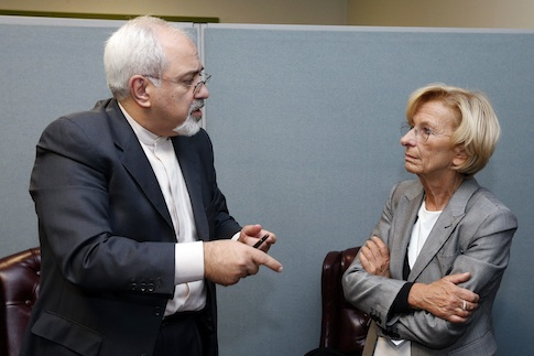 Iranian Foreign Minister Mohammad Javad Zarif and Italian Foreign Minister Emma Bonino / AP