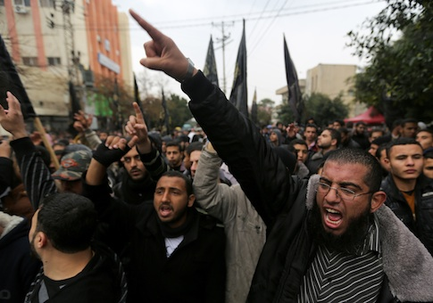 Palestinian supporters of the Islamic Jihad chant slogans against resuming peace talks with Israel