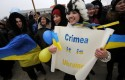 Crimean Tatars shout slogans during the pro-Ukraine rally in Simferopol, Crimea / AP