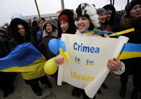 Crimean Tatars shout slogans during the pro-Ukraine rally in Simferopol, Crimea / AP