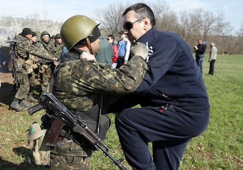 Ukrainian soldiers clash with pro-Russia protesters on the field near Kramatorsk