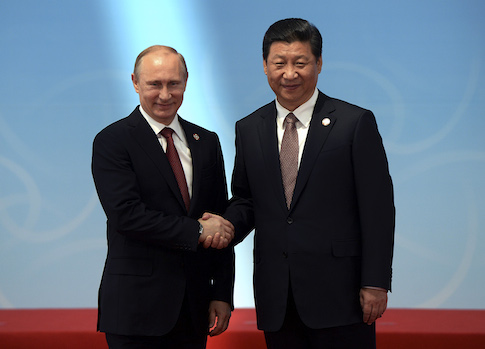 Russian President Vladimir Putin is greeted by Chinese President Xi Jinping / AP