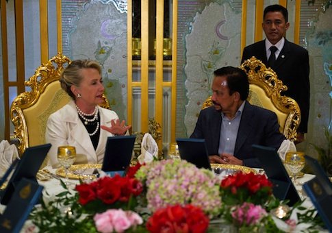 Then-Secretary of State Hillary Clinton speaks with Brunei's Sultan Hassanal Bolkiah as they sit for dinner at the Istana Nurul Iman Palace in Bandar Seri Begawan, Brunei, on September 6, 2012 / AP