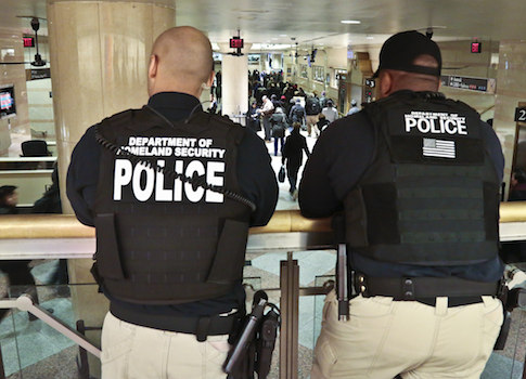U.S. Homeland Security police officers / AP
