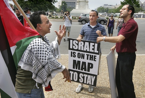 Israel supporter interacts with member of a anti-Israel U.S. Campaign to End the Israeli Occupation rally / AP