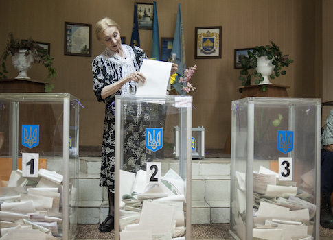 A woman casts her ballot at a polling station during presidential and mayoral elections in Kiev, Ukraine / AP