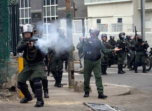 Bolivarian National Guards fire teargas at democratic protestors / AP