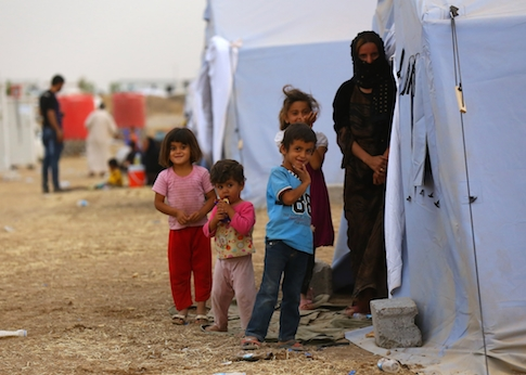 Iraqi refugees from Mosul at Khazir refugee camp outside Irbil / AP