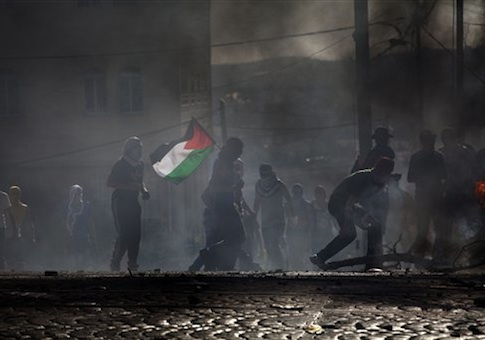 Palestinians clash with Israeli police