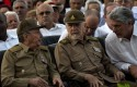 Cuba's President Raul Castro, Commander of the Cuban Revolution Ramiro Valdes, and Cuba's Vice President Miguel Diaz-Canel, talk during at an event celebrating Revolution Day in Artemisa, Cuba. / AP