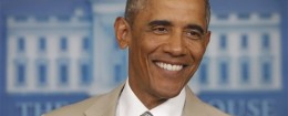 President Obama smiles wearing a summer suit / AP