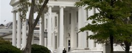 A security member of the Secret Service approaches the North Portico of the White House. / AP