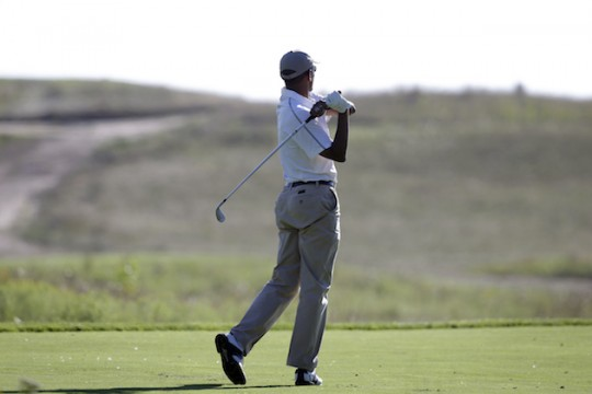 President Barack Obama swings a golf club incorrectly / AP