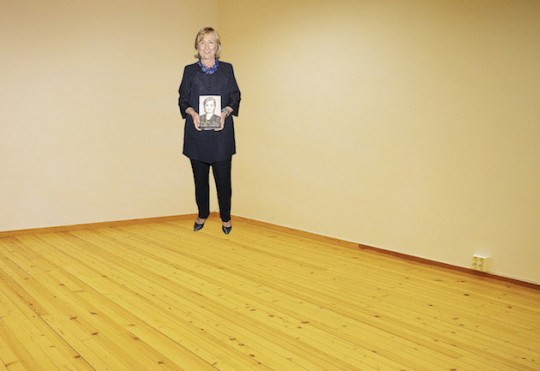 Hillary in a corner (artist's rendering)