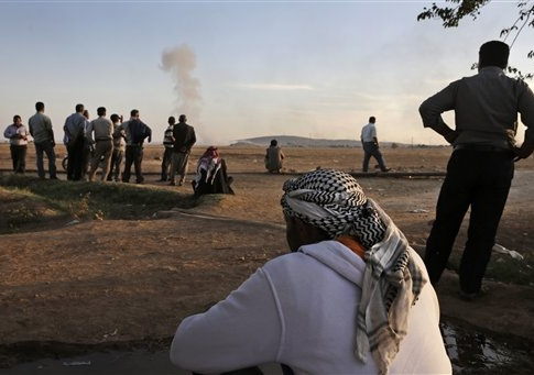Turkish Kurds watch as airstrikes hit Kobani / AP