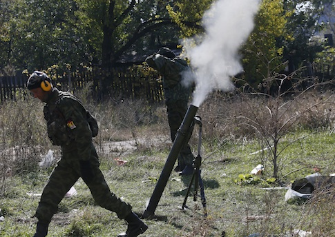 Pro-Russian rebels fire mortars toward Ukrainian position near to the airport in the town of Donetsk / AP