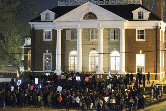 Protestors in front of the Phi Kappa Psi fraternity at the University of Virginia / AP