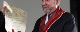 Paul Krugman wears a fancy medal. (AP)