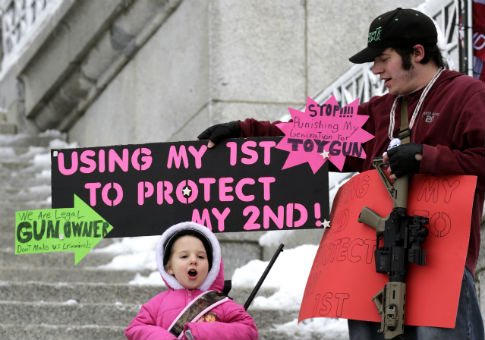 A pro-gun rally in Utah, whose laws have inspired 2nd Amendment activists in other states. / AP
