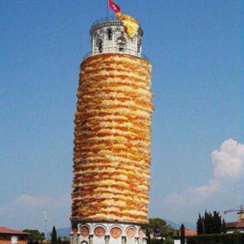 Leaning Tower of Pizza / Rodrigo Galindez