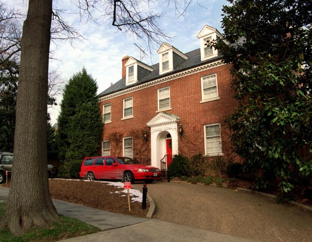 Democratic Race Starts In Lavish Homes Of Rich Grandmother