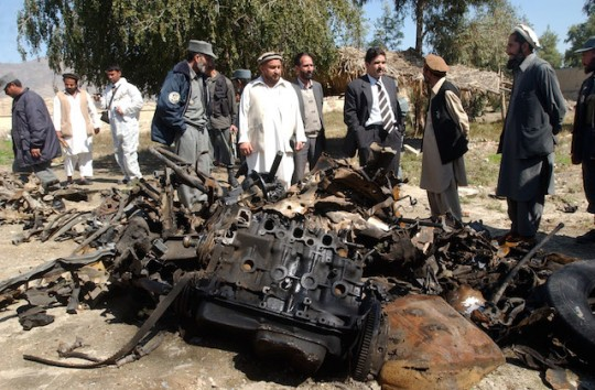 Afghan officials inspect the wreckage of suicide bomber's car that targeted Marines in Bati Kot, March 4, 2007 / AP