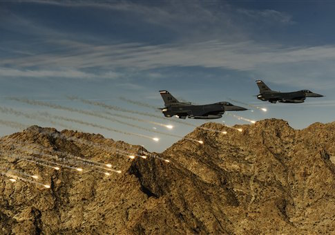 Two F-16C Fighting Falcons release flares while conducting low-level combat training / AP