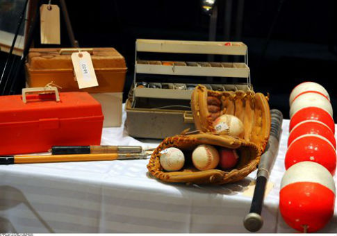 Items seized by the US Marshals in 2009 / AP